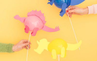 Réaliser des mini dinosaures en ballon pour une déco d'anniversaire