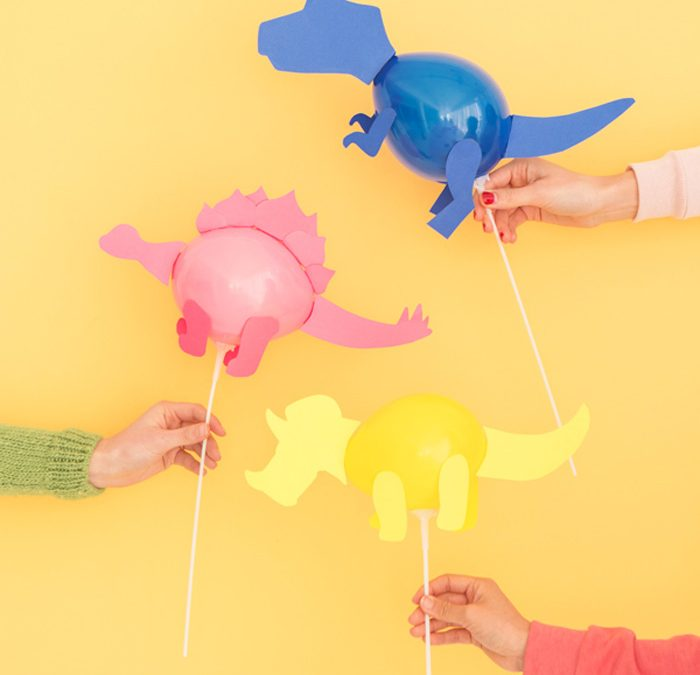 r aliser des mini dinosaures en ballon pour une d co d. Black Bedroom Furniture Sets. Home Design Ideas